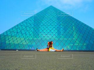 ガラスのピラミッドの写真・画像素材[913516]