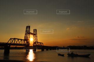 水の体の上の橋の写真・画像素材[861563]