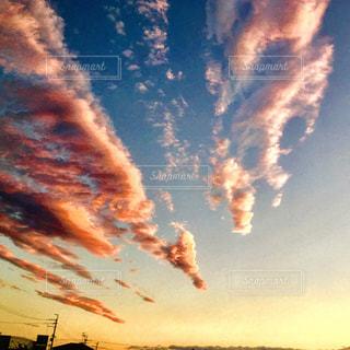 空には雲のグループの写真・画像素材[958123]