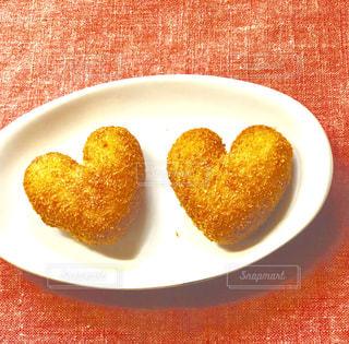 皿の上の食べ物の写真・画像素材[1128148]