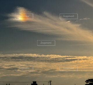 日没の前にトラフィック ライトの写真・画像素材[1273261]