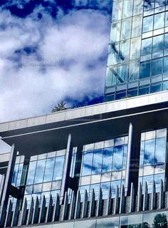 青い空と背の高いグラスの写真・画像素材[1277903]