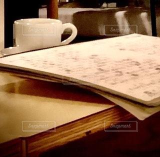 カフェ,屋内,テーブル,楽譜,書類,店内,コーヒーカップ,手書き,紙,スケッチブック,データ