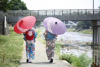 女性,夏,散歩,浴衣,大人,金沢,川沿い,姉妹