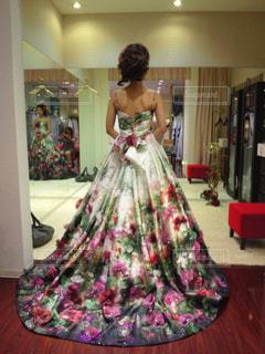 ピンクのドレスの女性の写真・画像素材[783904]