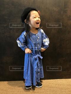 ブルーのドレスを着ている人 - No.826138