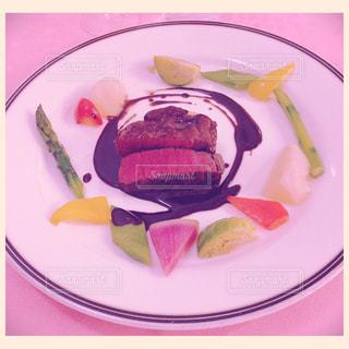 牛フィレ肉とカラフル野菜の写真・画像素材[756552]