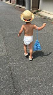 子ども,夏,麦わら帽子,少年,男の子,お散歩,オムツ,夏バテ,熱中症対策,パンイチ