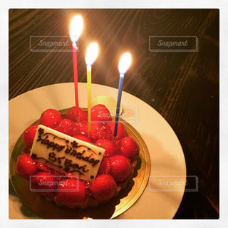 キャンドルとバースデー ケーキの写真・画像素材[770920]