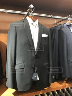 スーツとネクタイを身に着けている男の写真・画像素材[967861]