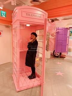 モデル,ピンク,女,女の子,オシャレ,可愛い,電話,パステルカラー,ファンシー