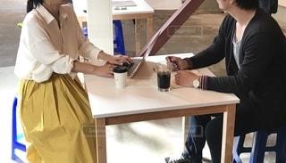 女性,女,パソコン,ノートパソコン,仕事,ビジネス,手帳,job,ワーク,table,PC,打ち合わせ,woman,キャリアウーマン,ジョブ,リモートワーク,ビジネスシーン,リモート