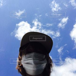 近くに青い曇り空で人の - No.1074328