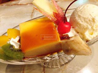 小樽の老舗喫茶コロンビアさんのプリン ア・ラ・モードの写真・画像素材[801775]