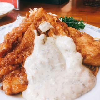 皿のご飯肉と野菜料理 - No.758000