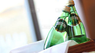 ペリエのある食卓。爽やかなペリエの泡とともに。の写真・画像素材[918210]