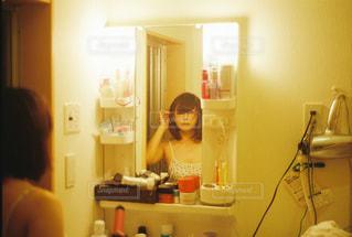 屋内,女の子,人物,人,生活,フィルム,フィルムカメラ,歯磨き,洗面台
