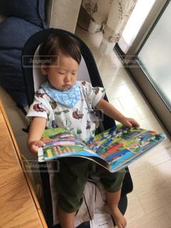 読書,息子,読書の秋,休日の朝