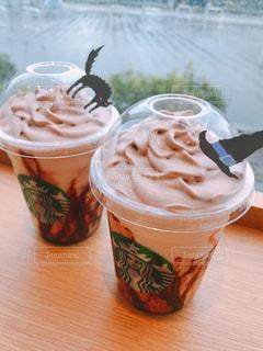 テーブルの上のコーヒー カップ - No.955773