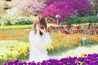 花に囲まれての写真・画像素材[1537680]