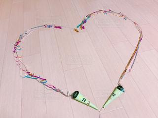 凧を飛ばす小さな女の子の写真・画像素材[2269307]