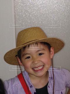 帽子をかぶった少年 - No.826045