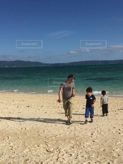 海,空,雲,親子,沖縄,浜辺,男の子,兄弟,息子,父