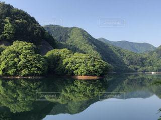 背景の山と水体 - No.1163289