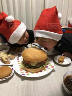 家族,ハンバーガー,楽しい,人物,大きい,人,少年,私とご飯,あ〜ん
