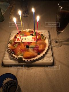 キャンドルとバースデー ケーキの写真・画像素材[1670214]