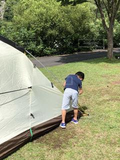 子ども,屋外,後ろ姿,人物,人,キャンプ,少年,若い,遊び場
