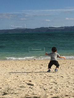 風景,海,空,屋外,ビーチ,後ろ姿,水面,海岸,人物,人,少年