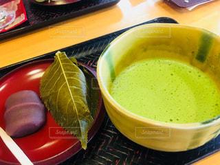 お抹茶とお茶菓子で大和なでしこ気分の写真・画像素材[1411192]