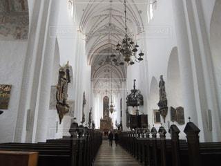 純白の教会の写真・画像素材[1691295]