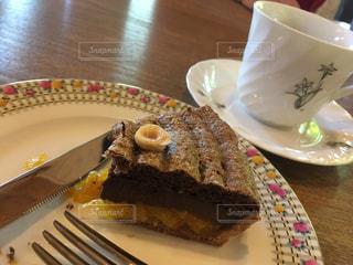 遅い朝ごはんはちょっと甘いケーキはいかがの写真・画像素材[1178542]
