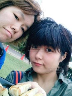 姉妹で餃子フェスの写真・画像素材[816934]