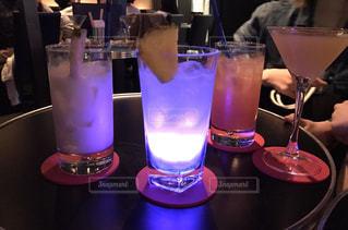 テーブルにガラスの瓶のグループ - No.769057