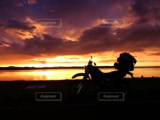 大雨の後の夕陽の写真・画像素材[988233]