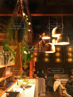 自然に囲まれたカフェの写真・画像素材[1021376]