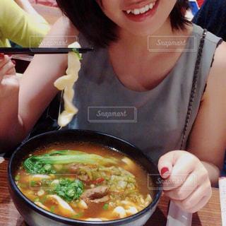 食べ物,人,台湾,麺,台北,三越,刀削麺,人物あり,赤峰街,グルメコート