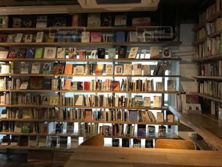 本棚の本でいっぱいの部屋の写真・画像素材[764942]