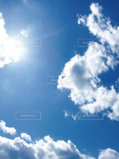 新しい命が産まれた瞬間の空の写真・画像素材[1098924]