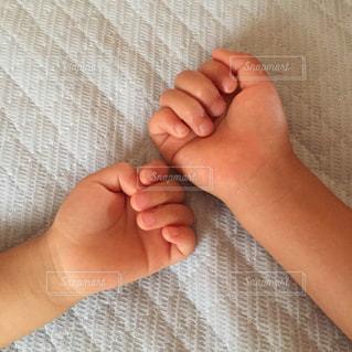 手,兄弟,姉妹,こどもの手,2才,4才,やわらか