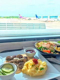 空港で食事 - No.834507