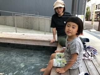 足湯につかる親子の写真・画像素材[771642]