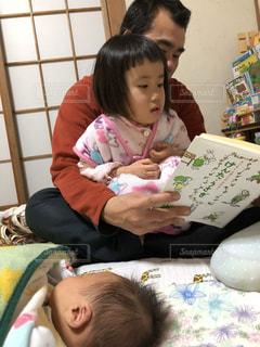 親子,子供,絵本,父,子,お父さん,読み聞かせ,年少