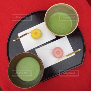 テーブルの上に食べ物のボウルの写真・画像素材[769269]