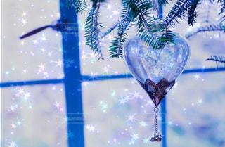 青い花瓶とガラスの写真・画像素材[937019]