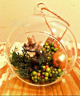 テーブルの上に食べ物のボウルの写真・画像素材[1207960]