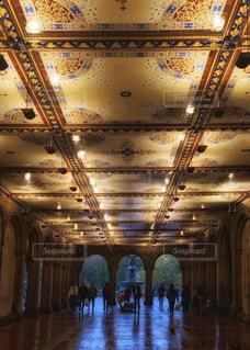 セントラルパークを抜けるときの天井の写真・画像素材[3107273]